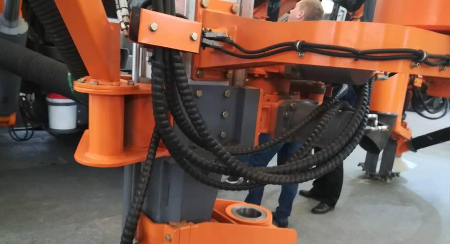 螺旋保护套在工程机械中应用